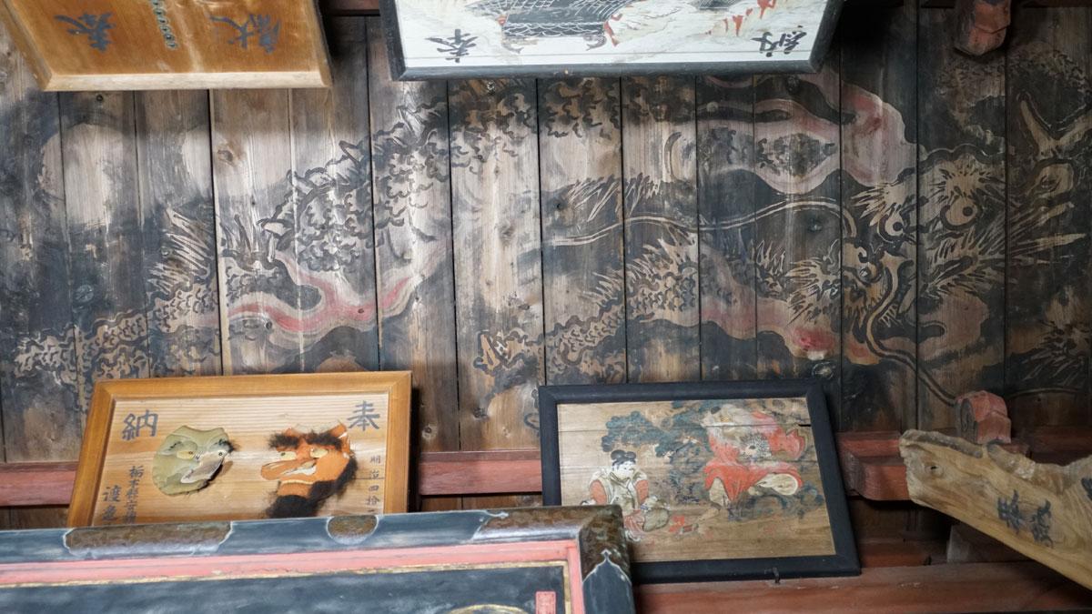 毘沙門天本堂外陣中央の 天井黒龍図