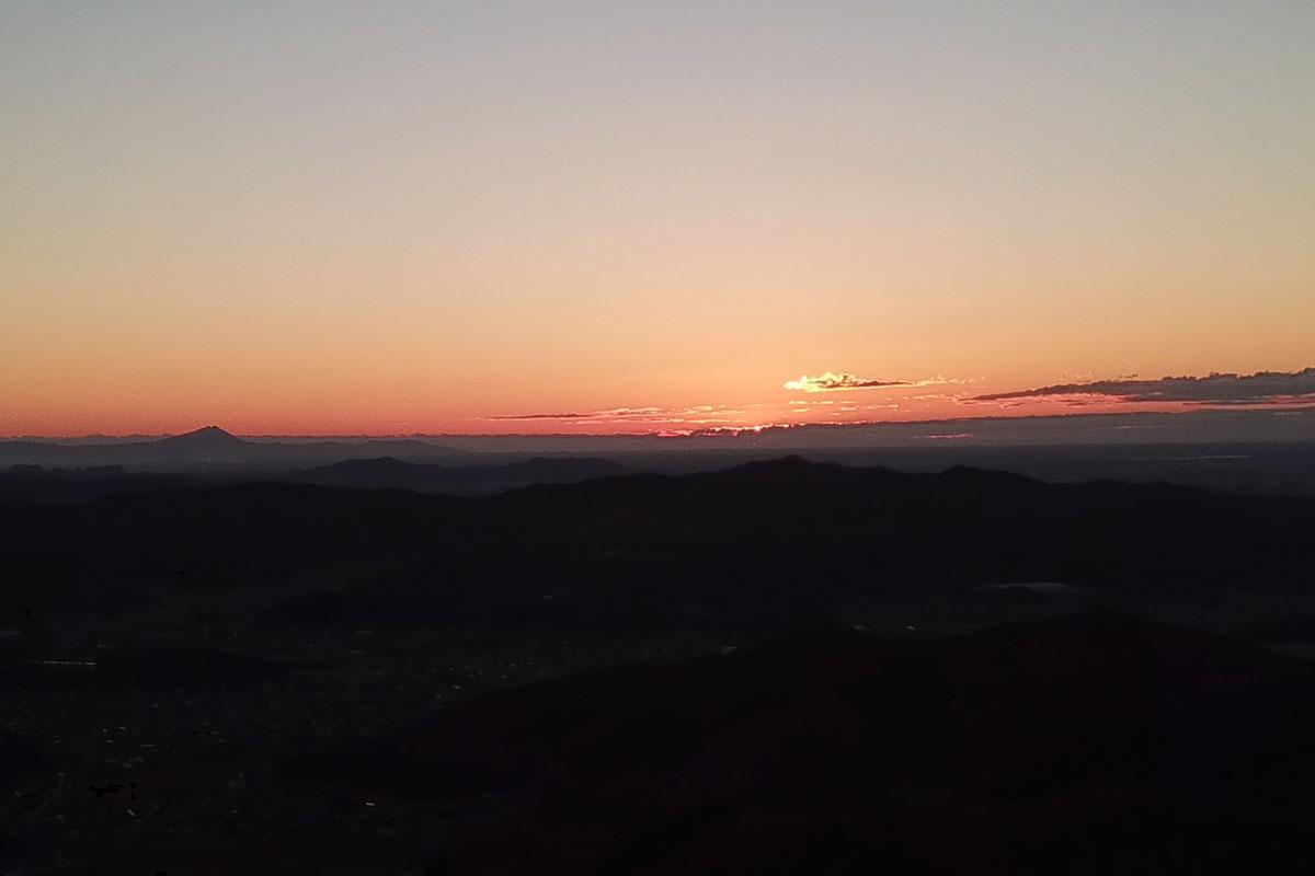 大岩山からの朝日・筑波山